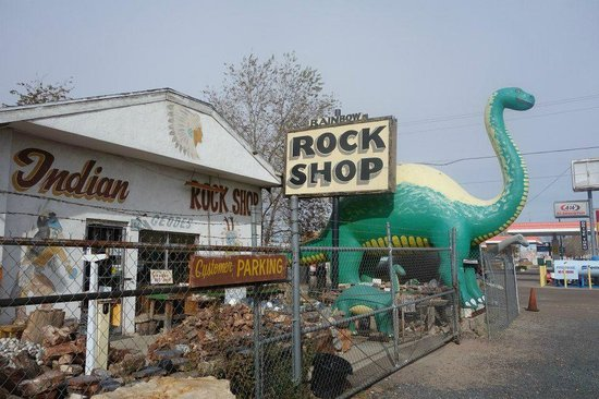 Wigwam Motel: Visit the Rock shop!