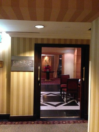 Conrad Cairo: Executive Lounge
