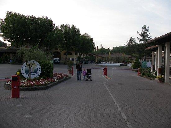 Norcenni Girasole Club: Front Entrance