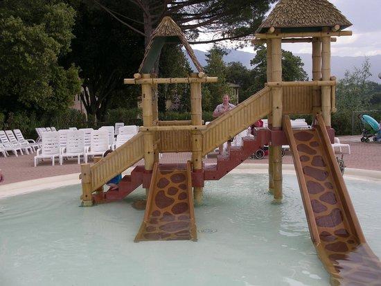 Norcenni Girasole Club: Another play area - in pool