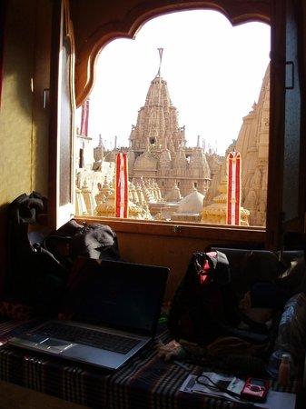 Desert Girl's Guest House : Out my bedrooom window...Jain temple
