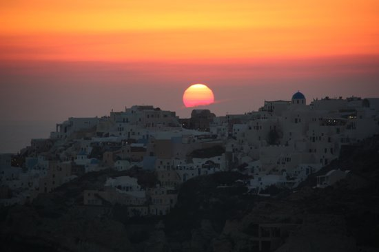Perivolas: The amazing sunset very visible from any room at the hotel