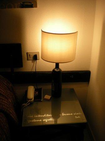 Hotel Gio' Wine e Jazz Area: Comodino