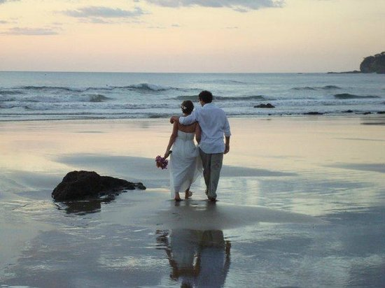 Upstairs at the RipJack Inn: newly married couple strolling on the beach