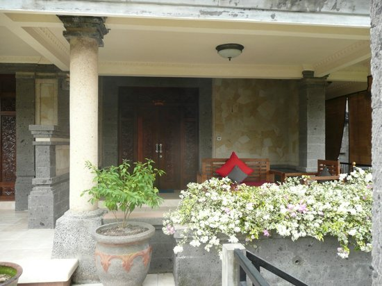 Ubud Aura Retreat: Verandah of deluxe room