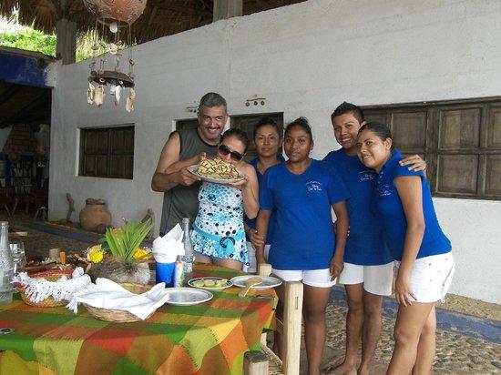 Meson Casa de Piedra: Arreglo floral hecho x Lety y Pastel por los mejores niños!!!!