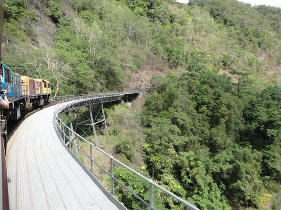 Kuranda, Coach, and Skyrail Tour: Kuranda Train and Skyrail Tour : Cairns in 2 Days
