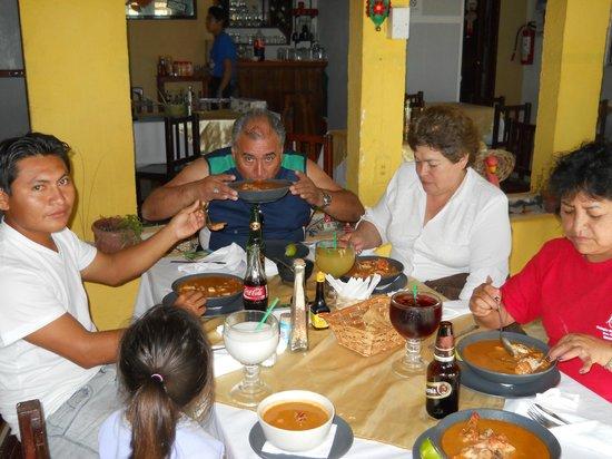 Zarabanda: SABOREANDO LA RICA SOPA DE MARISCOS