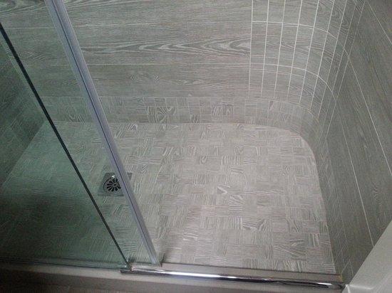 M club De Luxe B&B: particolare della doccia