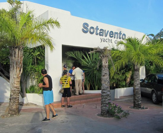 Sotavento Hotel & Yacht Club: Front of hotel