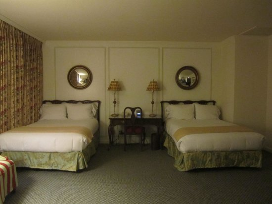Adolphus Hotel: the room