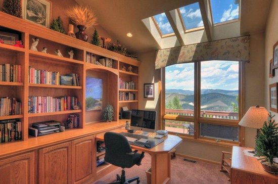 Evergreen Mountain Castle: Office