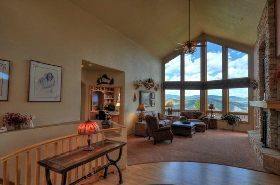Evergreen Mountain Castle: Alternate view of Great room