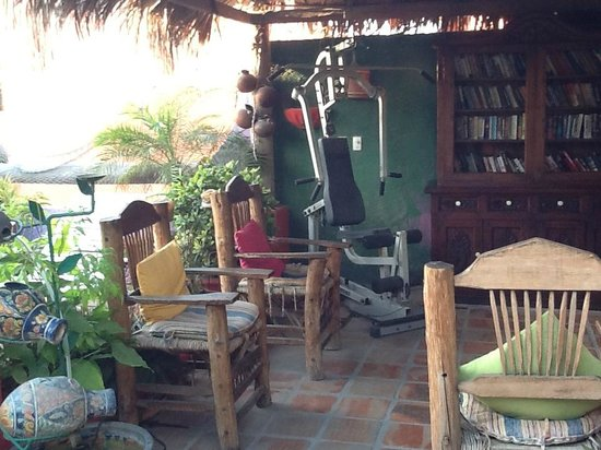 Cabo Inn Hotel: This is the roof patio/fitness center/library
