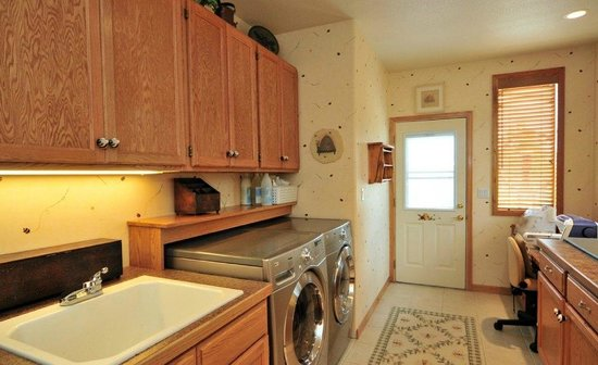 Evergreen Mountain Castle: Laundry facilities available for a fee