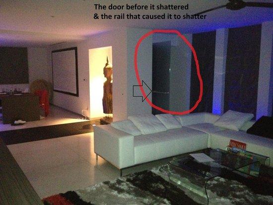Infinity Residences & Resort Koh Samui: The door pre accident.