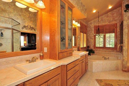 Evergreen Mountain Castle : Opus 3 bath