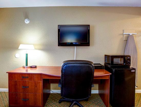 Hotel Miramar : Executive Desk - Microwave - Refrigerator