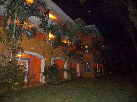 Hotel Barcelo Maya Beach: parte trasera de las habitaciones