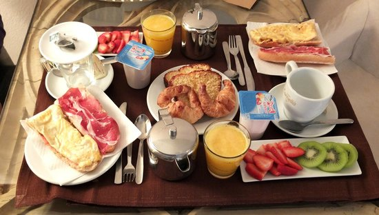 Classic Begur Hotel : Petit déjeuner servi dans la chambre