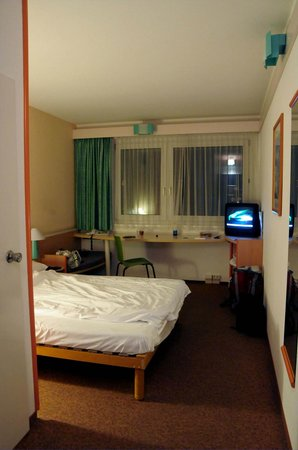 Ibis Hotel Airport Tegel: Our room