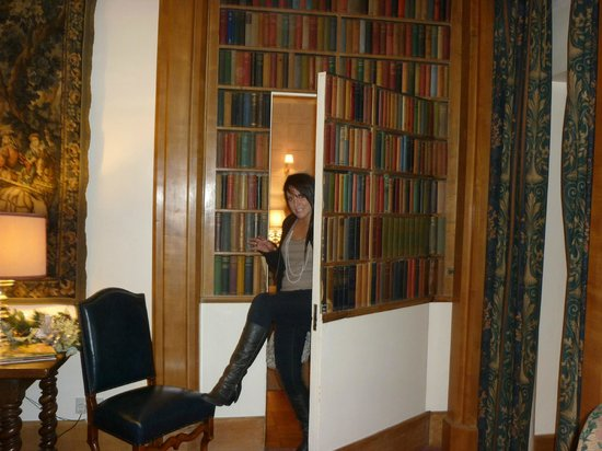 Amberley Castle: Secret Door in Lounge