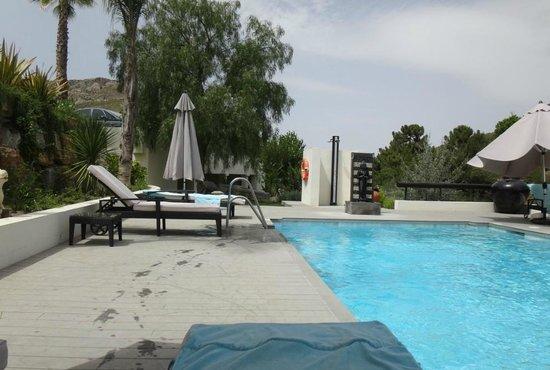 Shanti Som Wellbeing Retreat: Pool
