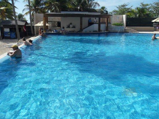 Azul Fives Hotel By Karisma: Inifiniti pool