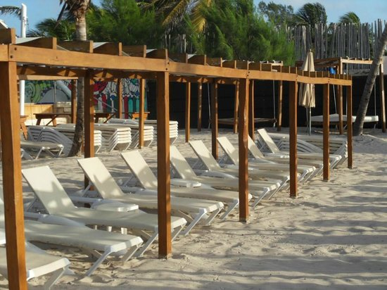 Azul Fives Hotel By Karisma: beach chairs