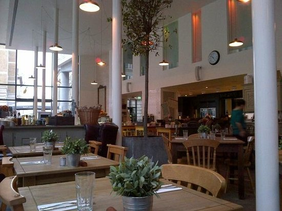 DoubleTree by Hilton Hotel London -Tower of London: Great restaurant on premises: Natural Kitchen