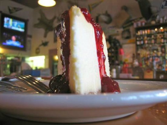The 1313 Club Historic Saloon and Grill: Cheesecake with huckleberry sauce