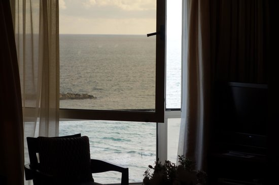 Dan Tel Aviv Hotel: Ocean view from #752.
