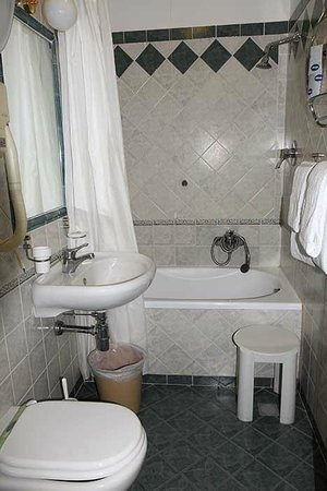هوتل تشيسورالي: Bathroom