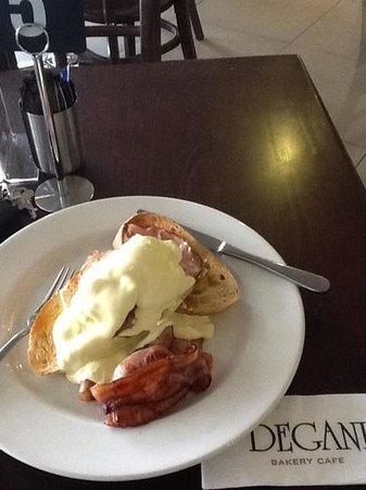 Degani Bakery Cafe: Mmmm Eggs Benedict