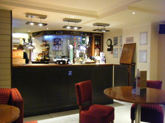 Premier Inn Chichester Hotel: cosy bar area