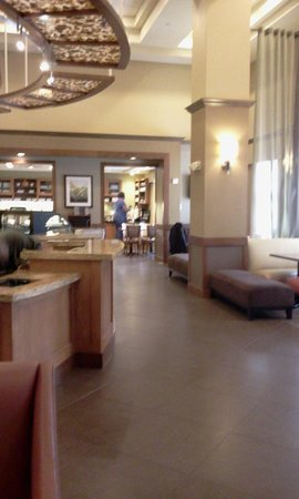 Hyatt Place Bush Intercontinental Airport: Lobby and Dining Area