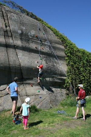 Klettern Im Garten Picture Of Hvasser Motell Tjome Tripadvisor