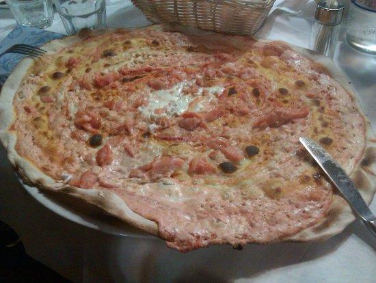 Ristorante Pizzeria L'Officina: pizza panna e salmone rossa