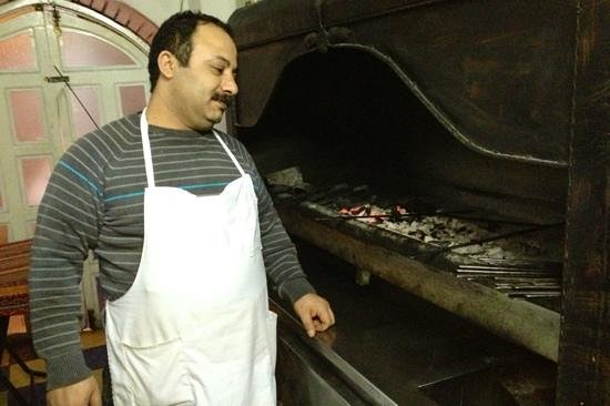 Gaziantep Kebab Salonu: Ramazan, owner and cook.
