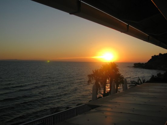 Anemona Beach Hotel : Sunrise - view from our room 2