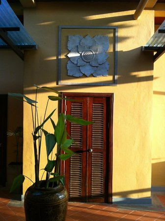 Maison Dalabua Hotel: outside room