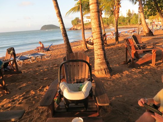 Langley Resort Hotel Fort Royal Guadeloupe: Our usual setup on the beach. Plenty of other strollers.