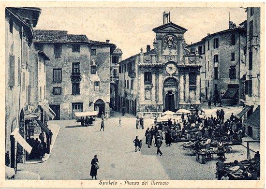 Ristorante del Mercato: Piazza del mercato un pò di anni fa