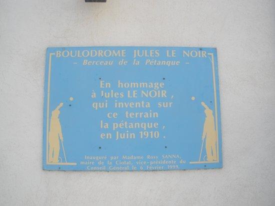 Hotel les Lavandes : Petanque began here as well as cinema
