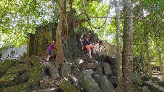 Angkor Tour Guide Day Tours : Beng Malea - Sophea helping kids get on a natural swing