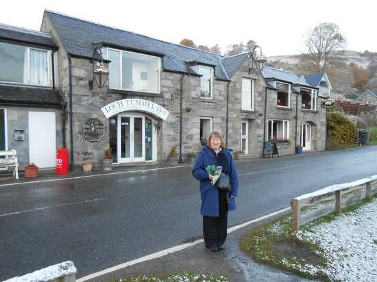 Strath Tummel, UK: Helen outside the Loch Tummel Inn