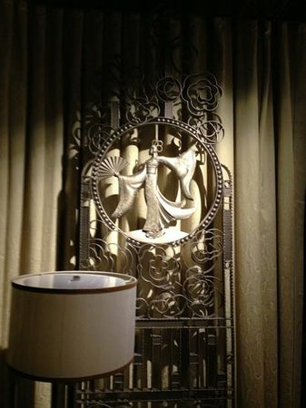 The Ritz-Carlton Shanghai, Pudong: artwork in room