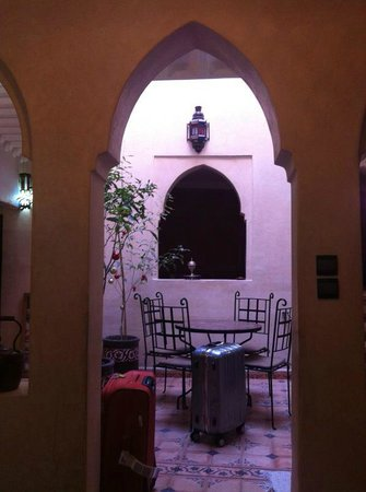 Riad Casa Sophia : View on the inner courtyard from the lounge area upon our arrival