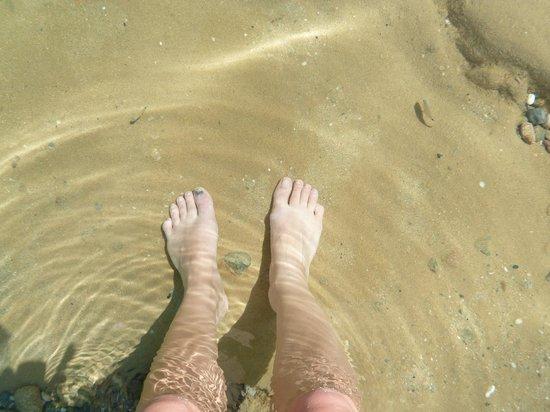 Agios Sostis Beach: eau cristalline, on voit les poissons