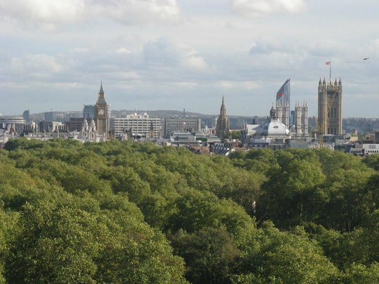 فور سيزونز هوتل لندن آت بارك لين: View from the Arrivals Lounge